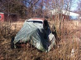 Övergivna bilar i naturen skall skrotas omgående.